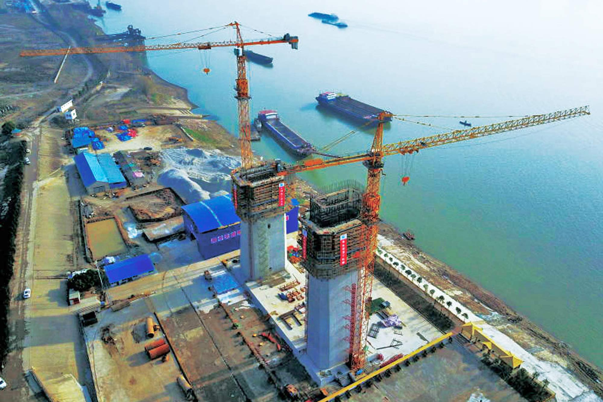 Potain tower cranes build record-breaking bridge in China