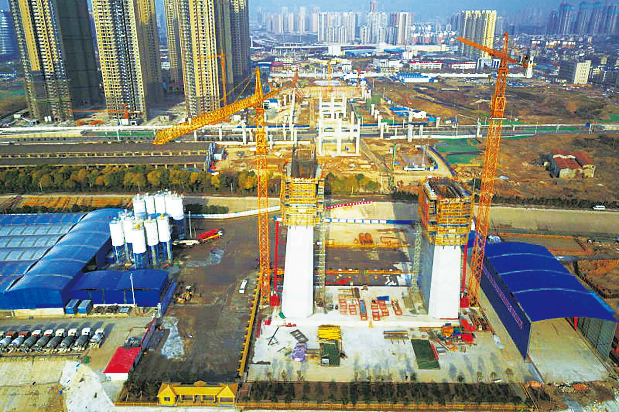 Potain cranes construct world's second longest span suspension bridge in China