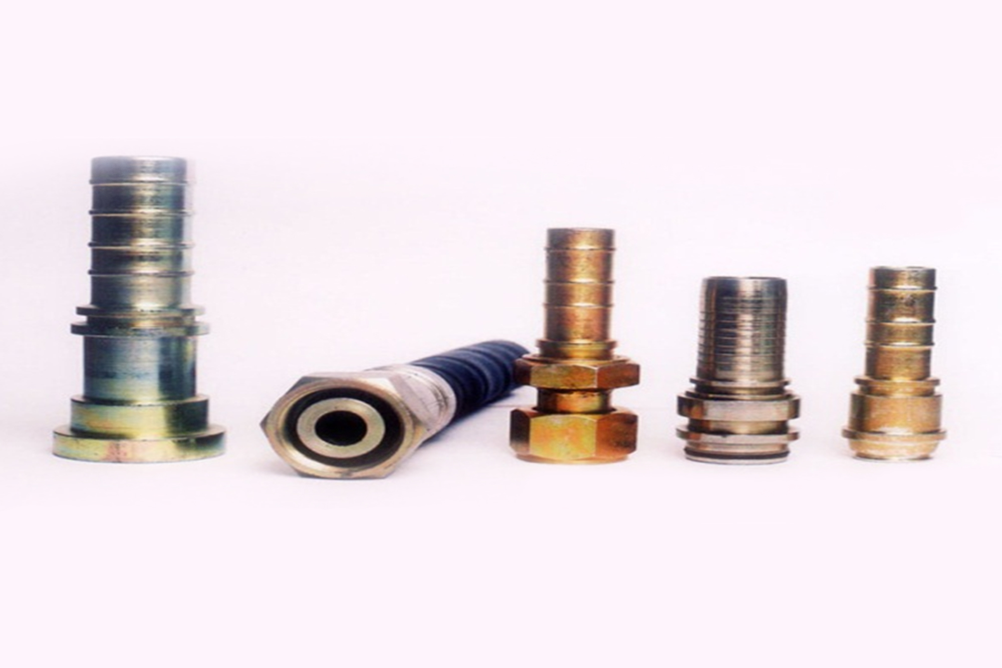 Optimal solution for hydraulic high-pressure hose assembly